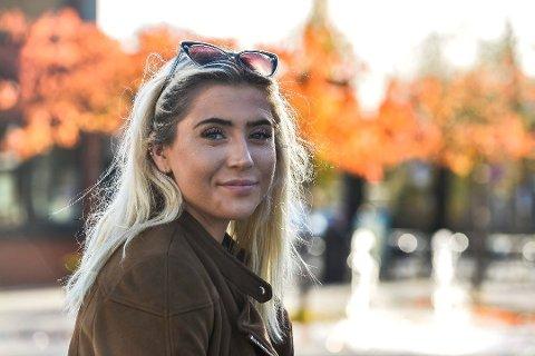 Sofie Eika (18) droppet ut av skolen og ble med i Christian Radichs Windjammer-prosjekt. Ombord i skuta lærte hun mye om både livet og seg selv. Foto: Atle Møller