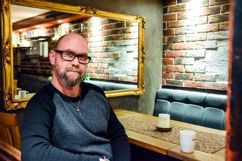 """FERDIG: Anders Buaas har ferdigstilt den musikalske  trilogien basert på boken """"Ved porten til helvete""""."""