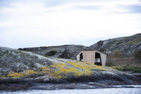 KREVER RIVNING: Grunneierne ved Vestre Bramskjær krever at Larvik kommune river gapahukene som ble satt opp i 2019, fordi de står ulovlig oppført.