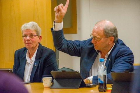 FRYKTER VIRUSET: Per Manvik mener Larvik kommune må gjøre alt den kan for å unngå smitte ved sykehjemmene. Han mener at det å nekte pårørende å besøke pasienter er et naturlig tiltak.