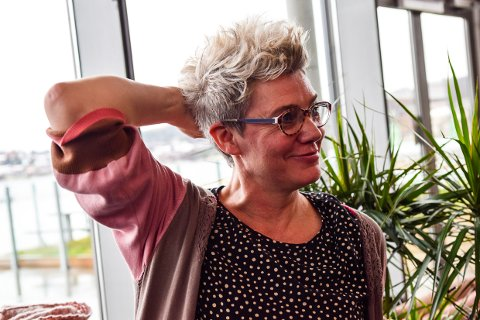 """FILMSØNDAG: Anne Kari Ramberg forteller litt om filmen og byr opp til samtale med hovedrolleinnehaveren etterpå når den norske kritikerroste filmen """"Håp"""" vises i Matineklubben på Bølgen søndag ettermiddag."""