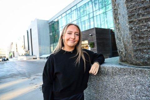 MITT ANDRE HJEM: Maren Haga tilbringer mye tid på hotellet ved strandkanten i Larvik.
