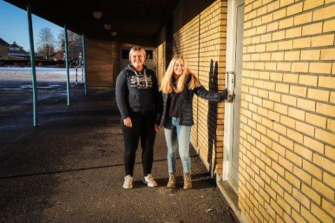 KULT PROSJEKT: Anna Hellerud Rosland (t.v.) og Hedda Stø Hobber liker prosjektet som skal gi ungdommen svar på vanskelige og flaue temaer.