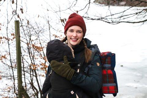 FINE NATUROPPLEVELSER: – Jeg har det ikke travelt når jeg er på tur. Nyter øyeblikk, der jeg kikker opp på trærne eller ser dyrespor i snøen. Det er så fint, sier Ine Wiig.
