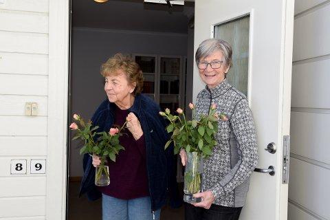 SVINDEL: Erna Andersen og Ellen Johnson er bare to av dem som denne uken ble lurt av en blomstersvindler som kom seg inn i borettslaget deres.