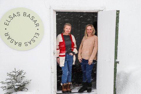 FRA FJØS TIL NETTBUTIKK: Annett Lie Grimstad (t.v.) og Helen Spartveit (t.v.) åpner gjerne dørene for lokale kunder etter avtale.