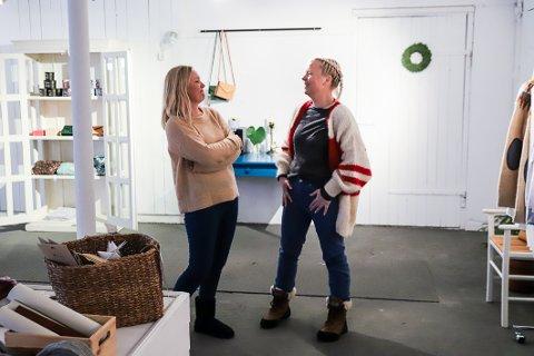 REALISERTE DRØMMEN: Venninnene og kollegaene Annett Lie Grimstad (t.v.) og Helen Spartveit (t.v.) driver nettbutikk sammen, og har flere planer i fjøset de nå leier på Kaupang.