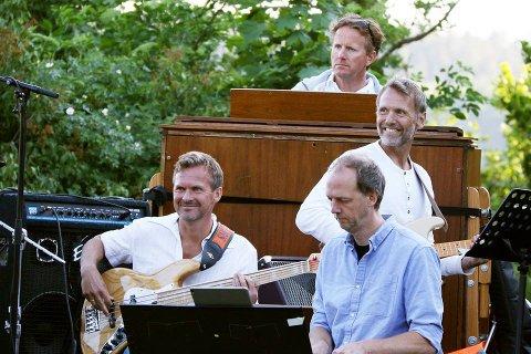 BAND: Eskil Domben på gitar, Are Larsen på bass, Rune Sandnes på orgel, Anders Grimstad på trommer - og selvfølgelig Stian Tveit på flygel. I tillegg blir Øystein Trolsås med på sax og fløyter.