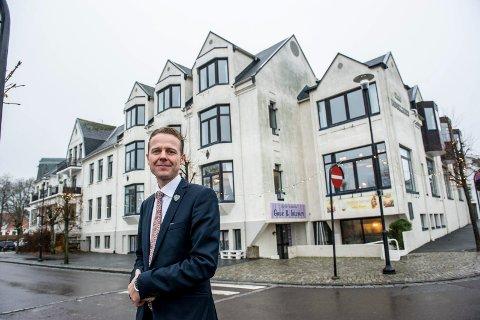 NYTT KONSEPT: Morten Christensen ved Hotel Wassilioff vil åpne Kronprinsens kafe i lokalene ved siden av isbaren.