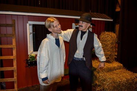 EEEEEMIIIIL: Emils far Anton må ofte ta tak i ørene på den uregjerlige ungen når det er premiere på Emil i Lønneberget på Galeiscenen lørdag.
