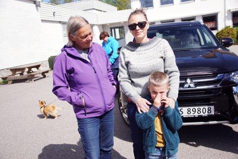 Bilrebus for hele familien: Eva Halvorsen (f.v), Silje Halvorsen og William Halvorsen Rosseland (foto: Kathrine Skaug)
