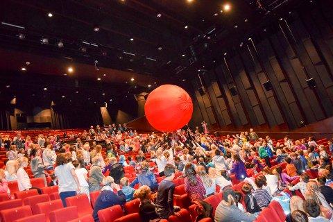 GLEDE:Den røde ballen skaper stor gelde i Bølgen. Den gleden bør du også ta med deg.