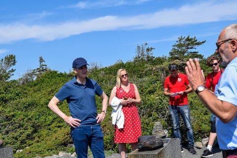 NASJONALPARK: Ordfører Rune Høiseth fikk med seg Jonas Gahr Støre på en ekstra tur ut til Mølen denne helgen.