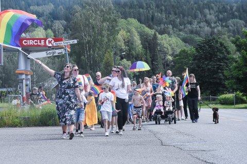 FINT: Grønne daler og glade mennesker, da Bygdepride for første gang ble arrangert i Svarstad i helga.