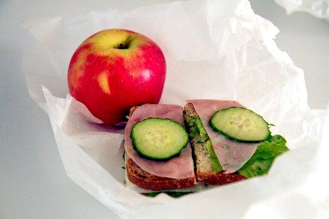 SKOLEMAT: Et sunt måltid fremmer læring, skriver artikkelforfatterne.