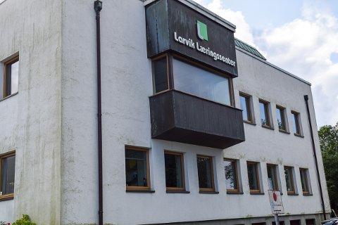 DAGBØTER: Arbeidstilsynet har satt nbed foten for aktivitet i Larvik Læringssenters lokaler.