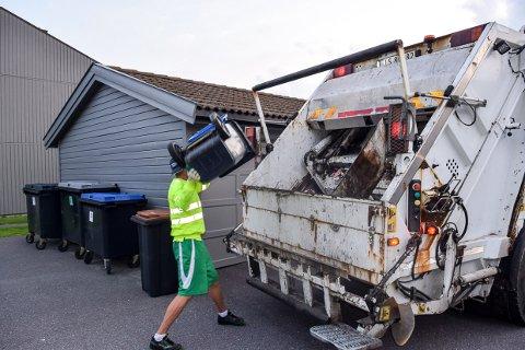 KJENT: Lyden av søppelbilen, rullende søppelkasser og smellet når alt tømmes i bilen.