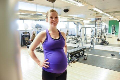FORNØYD: Astrid Øygarden Eikill (30)  skal bli mamma for første gang, og har trent aktivt under hele svangerskapet.