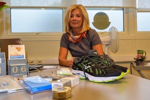 GRUNNLEGGENDE: Gode sko er det første man bør tenke på. Så finnes det mange lure løsninger som på forhånd hindrer gnagsår og vondter, mener fotterapeut Vibeke Brastein.