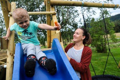 HJEMME: Ellen Rimstad (35) har endelig kunnet flytte hjem til Kvelde etter to år mer eller mindre sammenhengende på sykehus sammen med sin kreftsyke sønn Pétur.