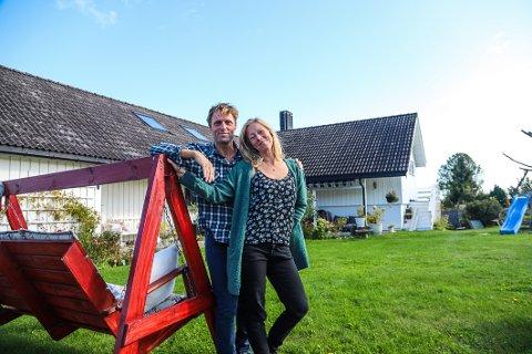 VELKOMMEN TIL «NEVLUNGHEAVEN»: Solveig Inderberg og Tor Vilmundarson skjønner godt at folk trives på ferie i Nevlunghavn. – Vi kaller det bare «Nevlungheaven».