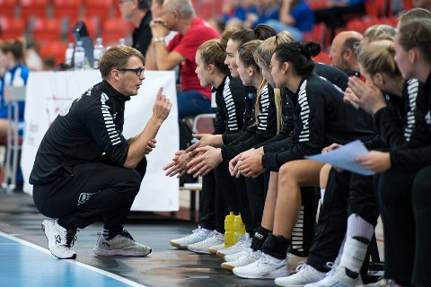 PERMITTERT: Trener Lars Wallin Andresen og Larvik HK-spillerne er ansatt 20 prosent inntil 4. juni.