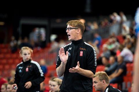 STÅR OM VIKTIGE POENG: Lars Wallin Andresen og Larvik HK møter flere topplag de siste rundene før jul.