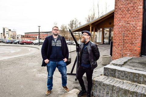 MESSE: Aksel Jahre Mustaparta  og Kristoffer Bech Ottem inviterer til stor messe både inne i den store salen og på parkeringen utenfor Sliperiet i juni.