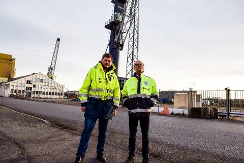 UTFORDRING: Larvik havn mister nå et stort volum containere når Yara velger en annen havn.. Her ved Thomas Arbo Høeg i Larvik Containerterminal AS, og havnedirektør Jan Fredrik Jonas.
