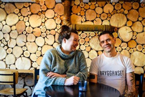 GLEDER SEG: Benita Flåtten (34) og Jon Arne Ustad (47) ser fram til å dra i gang arrangementet.