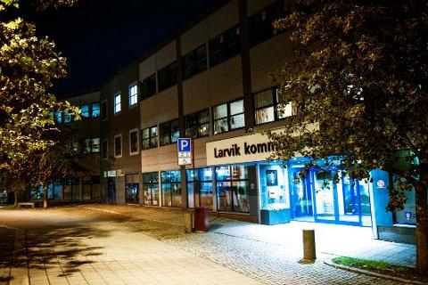 SIER NEI: Larvik kommune har mulighet til å bli en del av statens forsøksordning, og kan da få statlige omsorgsmillioner. Kommunen sier imidlertid nei, og det er ikke alle enige i.