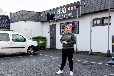 SKREMT: Øya interiør håndverks driver Anne-Grethe Strand er skremt ved tanken på at parkeringen hennes plutselig kan forsvinne.