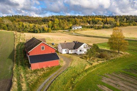 LANDLIG: Denne eiendommen i Brunlanes er det stor interesse for.