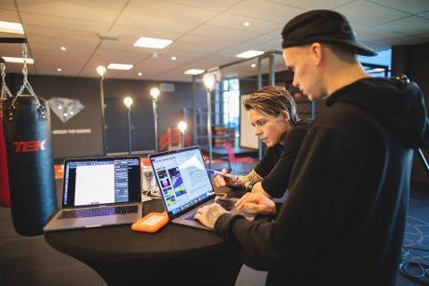 FULL KONSENTRASJON: Koronatiden har Anja Hammerseng- Edin og Marius Sørlie brukt til noe helt spesielt.