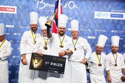Her er vinnerlaget: F.v. Tom Victor Gausdal (president Akademiet for Bocusekokker), Even Strandbråten Sørum (commis), Christian André Pettersen og Gunnar Hvarnes (coach).