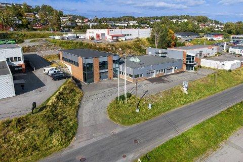 14,9: 14,9 millioner er prisantydningen for Løkka 9. 670 kvadratmeter av det over 1,500  kvadratmeter store bygget står tomt.