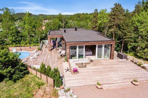 SOLGT: Denne boligen på Tveteneåsen ble lagt ut for salg første gang for to år siden. Nå er den solgt.