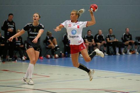 Tilbake: Pia Tomine Gundersen er tilbake i Larvik HK etter et opphold i danske Holstebro. Torsdag var kantspilleren med på treningskampen mot Aker hjemme i Jotron Arena.