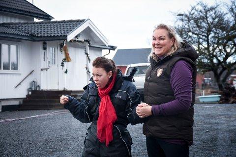 SAMMEN: Merethe Haugvaldstad og datteren Talette hjemme på gården i Tjølling.