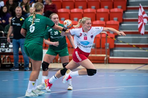 BANENS BESTE: Mie Sophie Sando ble kåret til banens beste og scoret på syv mål. Her fra kampen mot Fjellhammer.