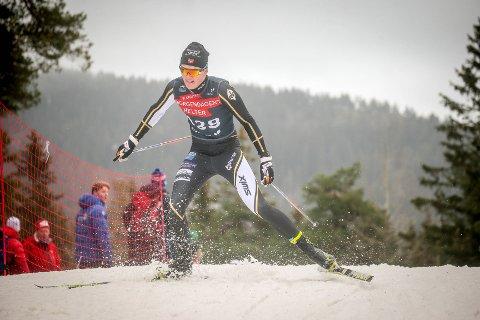 POSITIV GUTT: Amund Aalvik lar seg ikke stoppe av barmarks-vinteren, men bare trener på.