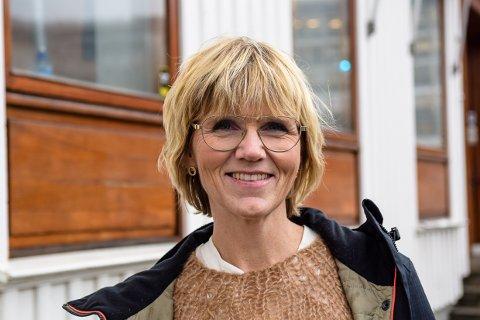 GLEDER SEG: Kari Moldvær, biblioteksjef i Larvik kommune, er spent på nyåpningen av biblioteket.