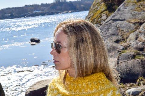 BER OM SAK: Birgitte Gulla Løken og Høyre er bekymret for at kyststien i Tjølling dras for langt vekk fra kysten flere steder.