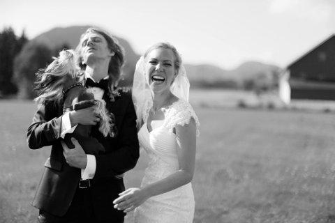 GIFT: Ida Garvik Villadsen og Allan Fjeldgaard Garvik Villadsen giftet seg i 2013, hjemme på gården i Kvelde. I sommer flyttet de fra København til Gjone.