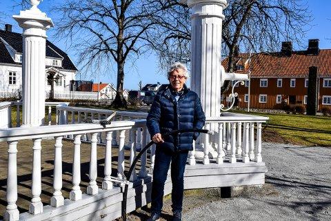 – GRIP SJANSEN: Kari Krogsbøl Kristoffersen mener kommunen nå bør benytte muligheten til å sette vann i en av pumpene i Pumpeparken.