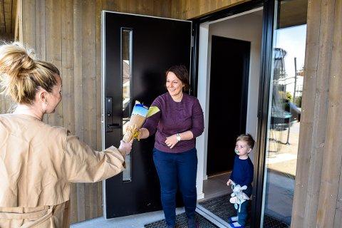 BLOMST: Ida Elise Andersen fra Ruby Elise Blomsterverksted kunne levere en bukett til Heidi Guren på Gon fra arbeidsgiver Jotun