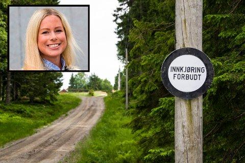 TRIVES I SKOGEN: Bildet er tatt ved innkjøringen til Løvås i Lardal. Selve gården eies nå av Victoria Treschow Forsberg, og skal nå rives for å gjøre plass til fritidsbolig.