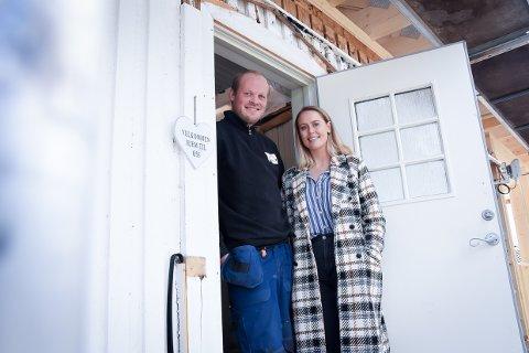 HUSDRØM: Dina Brekke Hansen og Sondre Børresen Vataker bygger drømmehuset sammen.