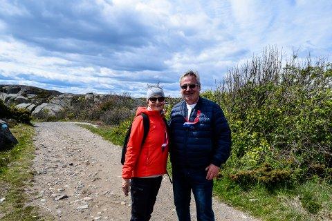KYSTSTIEN: Bente Færøvig, Audun Korsvold var blant flere som tok en tur på kyststien denne nasjonaldagen.
