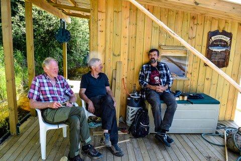 GODE NABOER:. Arne Hellenes og Gunnar Hellenes kan takke Terje Nordkvelle for at de likevel får en sesong på Lågen i år.